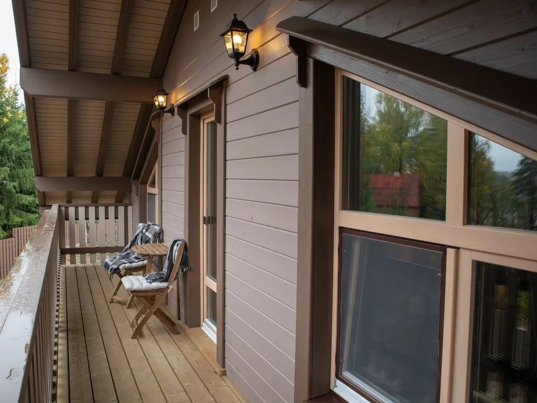 Необходим ли балкон в загородном доме?